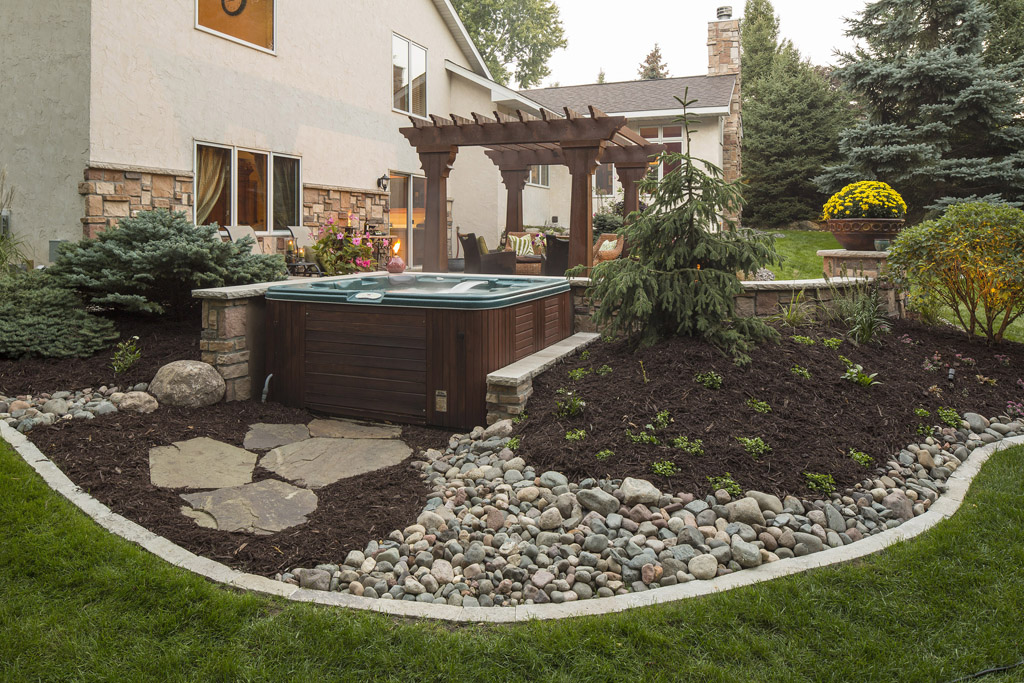 Beautiful Lu0026R Suburban Landscaping